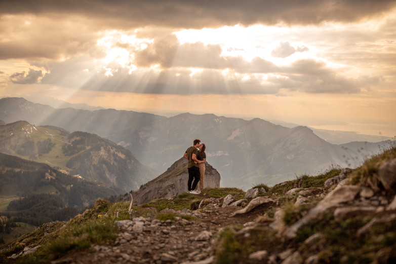 awesome engagement pictures on a mountaintop in Austria