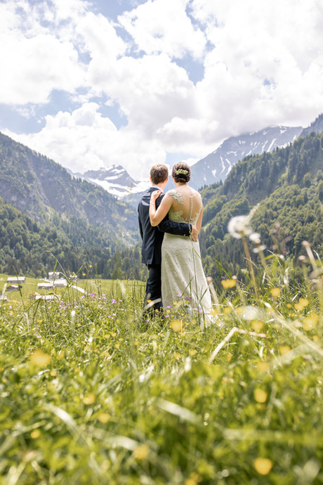 Brautpaarshooting in den Bergen im Bregenzerwald