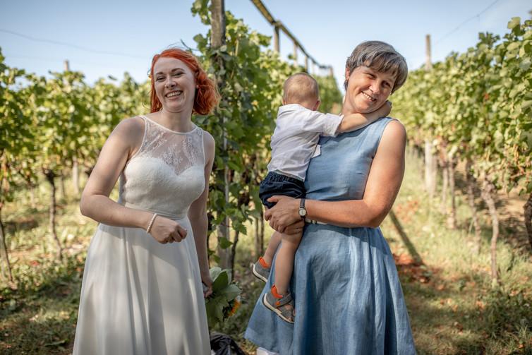 emotionale Hochzeitsfotos von der Freien Trauung in den Weinbergen - Hochzeitsfotografie am Bodensee, in Nonnenhorn in Deutschland || Bohoray - Abendteuer Hochzeitsfotos und Elopementfotografin - Victoria Rüf || www.bohoray.com