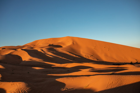 The Sanddunes of the Sahara desert are huge | Travel and Landscape Photography in Morocco Africa || Bohoray - Adventure Elopement and Wedding Photographer - Victoria Ruef || www.bohoray.com