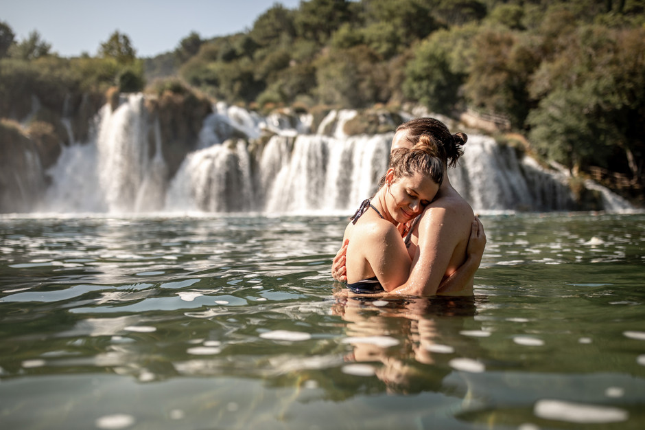 sweet couple photos - pictures in front of a waterfall - elopement photograf