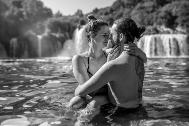 elegant black and white couple photos in krka nationalpark in croatia
