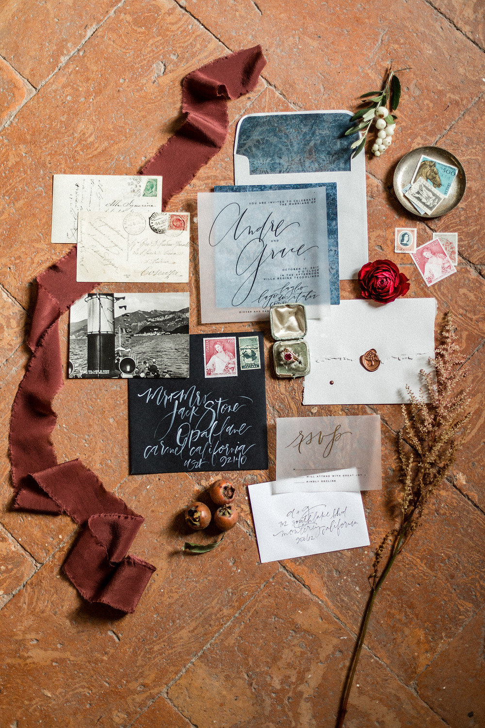 elegant stationary details - old Villa by the lake elopement in Lake Como Italy || Destination Weddingphotographer Italy || Victoria Ruef - Bohoray Adventure Wedding & Elopementphotographer