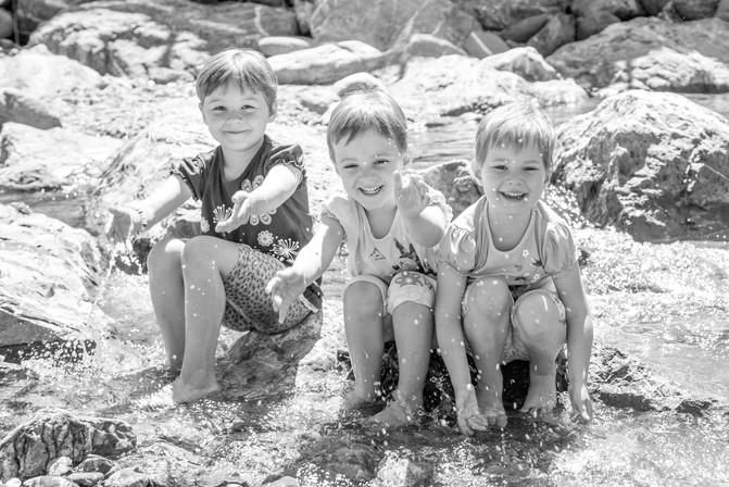 Kinderfoto am Wasser