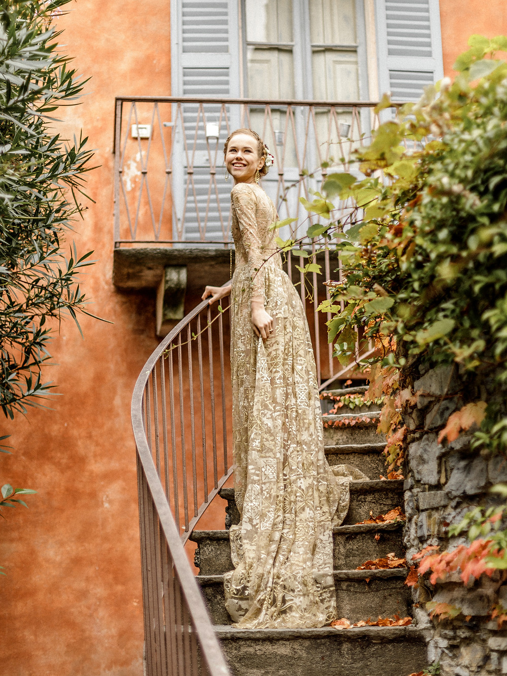 Braut in historischer Villa am Comosee