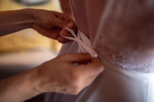 Getting Ready - Hochzeitsfotografie am Bodensee, in Nonnenhorn in Deutschland || Bohoray - Abendteuer Hochzeitsfotos und Elopementfotografin - Victoria Rüf || www.bohoray.com