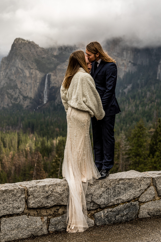 Yosemite Nationalpark Elopement || Tunnel View Yosemite Nationalpark ||  Destination Weddingphotographer Califorina || Victoria Ruef - Bohoray Adventure Wedding & Elopementphotographer