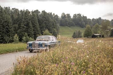 hochzeitsauto auf dem weg zur hochzeit am bodensee in österreich