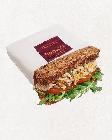 сэндвич с тунцом на цельнозерновом хлебе