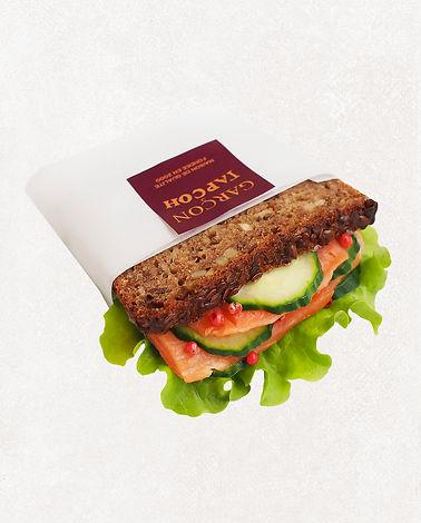 сэндвич с лососем и перцем розе.jpg