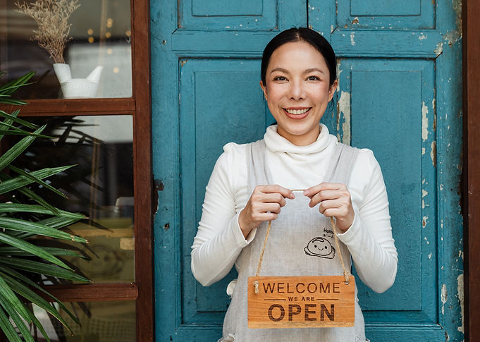 small%20business%20woman%20open%20sign_e