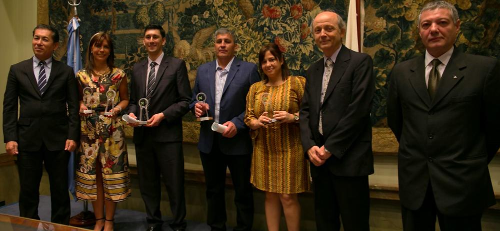 Premiados junto al Sr. Embajador, Roberto Degiovannini y Alejandro Macri