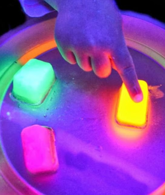 6-118582-glowing-ice-easy-science-144314