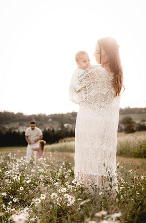Family im Feld