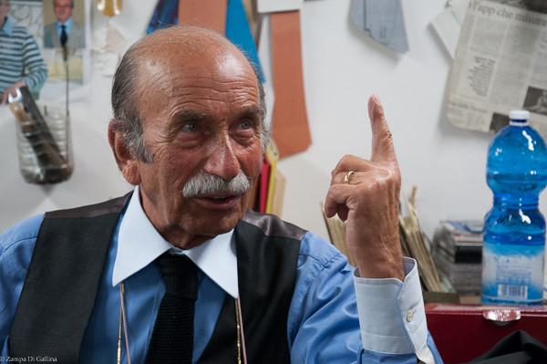 Renato Ciardi de Sartoria Ciardi l'un des plus grands tailleurs de Naples
