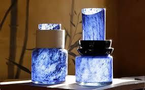 Vases totem bleus de Marie-Victoire Winckler