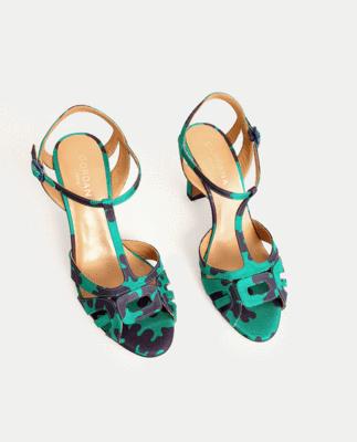 Sandales qui subliment la jambe, en satin de soie imprimé vert et marine