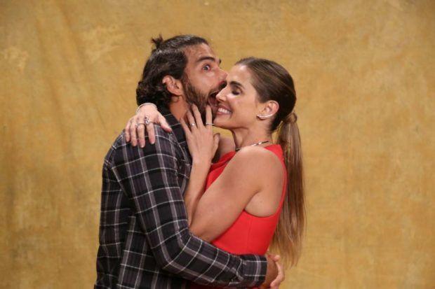 Deborah Secco apareceu em clima de romance com Hugo Moura (Imagem: Divulgação / Globo)