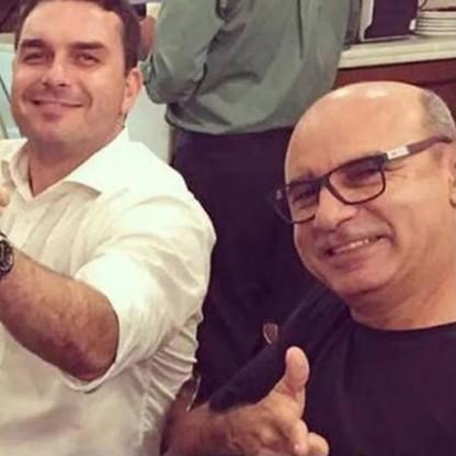 Flávio Bolsonaro e advogado diziam não saber paradeiro de Fabrício Queiroz