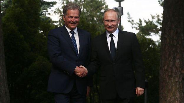 Apesar de ser contra a anexação da Crimeia ao território russo, o presidente Finlândia, Sauli Niinisto, não interrompeu os encontros com Vladimir Putin