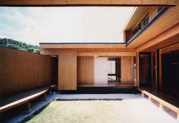 中庭2F廊下-1.jpg