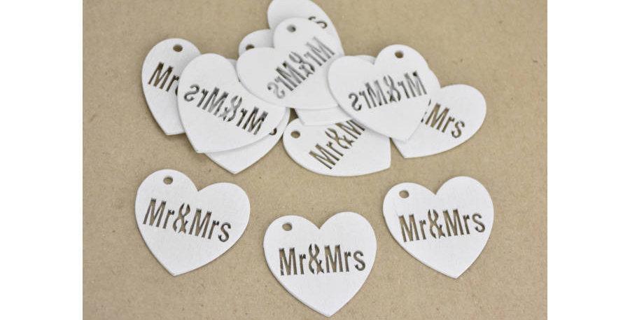 Fehér fa szív felirattal