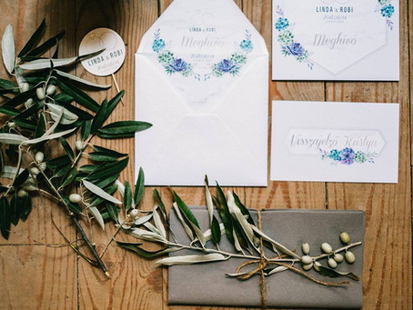 Az esküvői meghívó kiegészítői és különféle kártyái