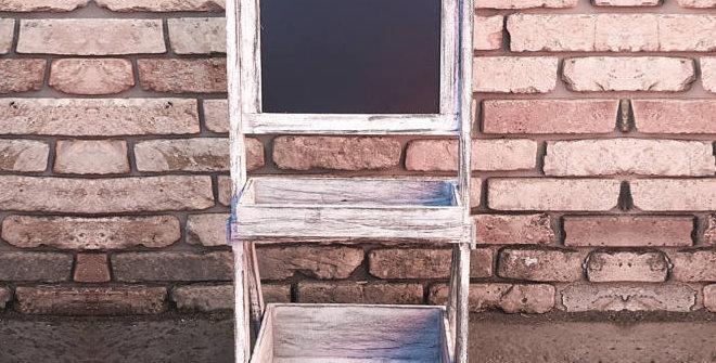 Vintage polc kréta táblával