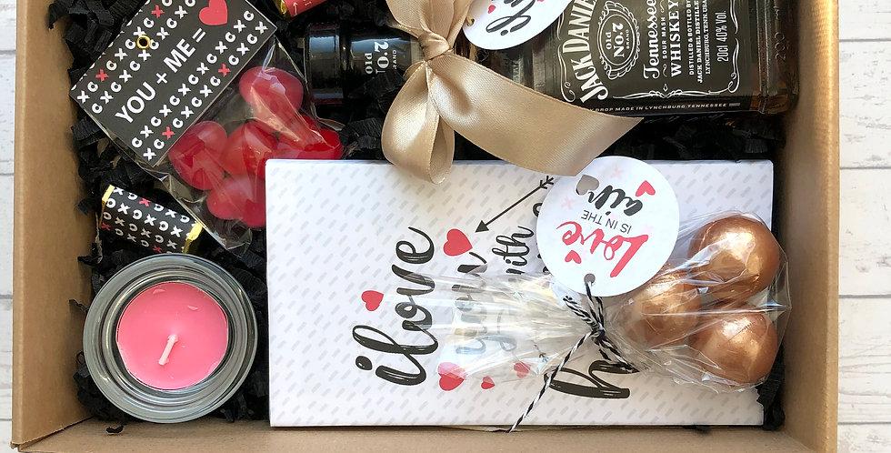 Valentin napi ajándék csomag - Whiskyvel és fürdőbombával