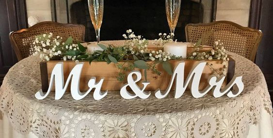 Mr & Mrs írott asztaldísz S-es méret