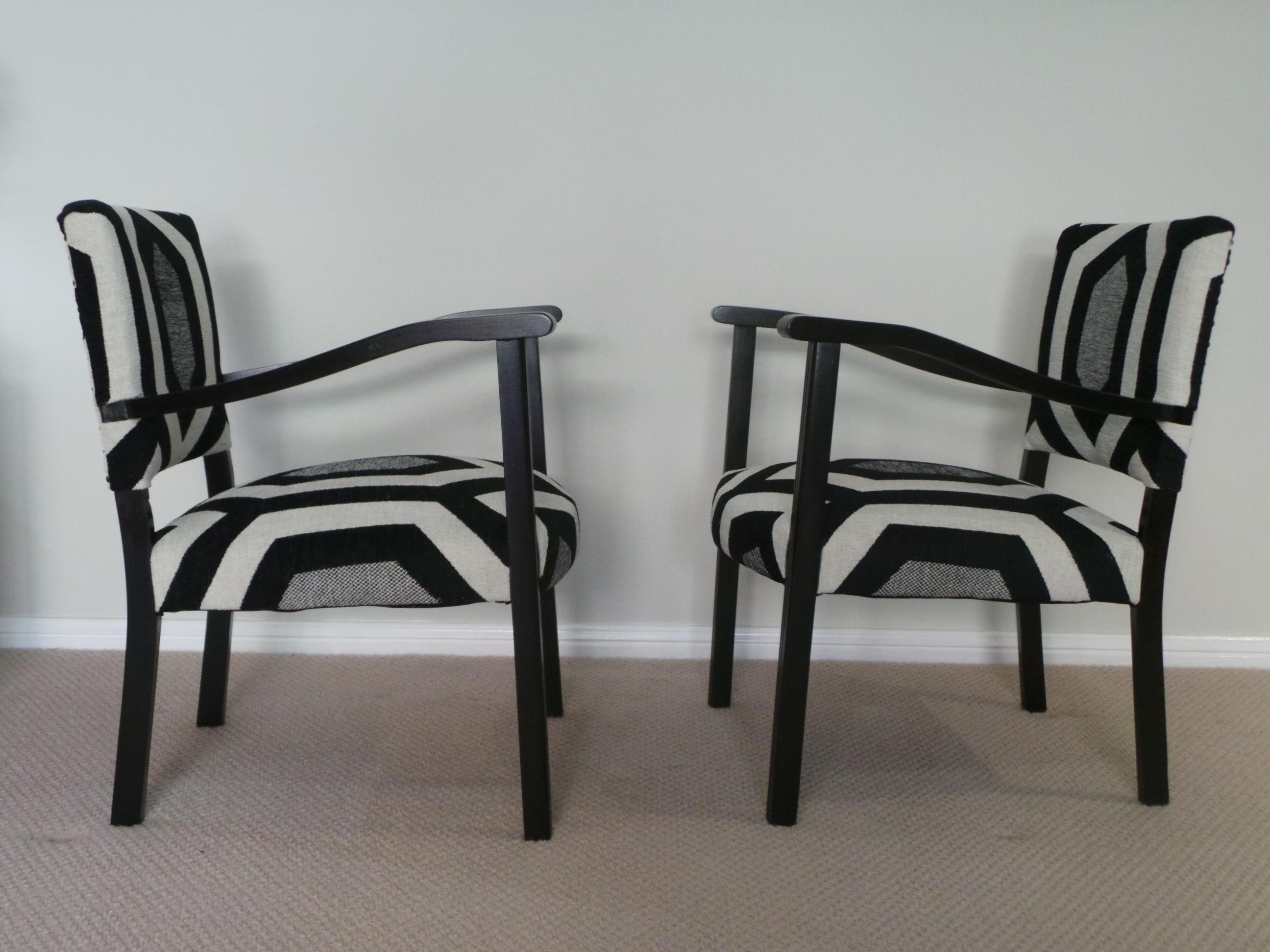 Bridge chairs side
