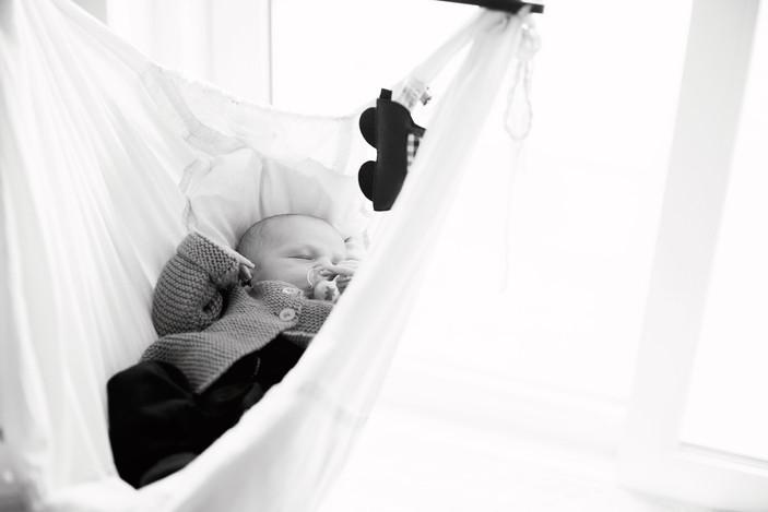 Neugeborenes in der Federwiege