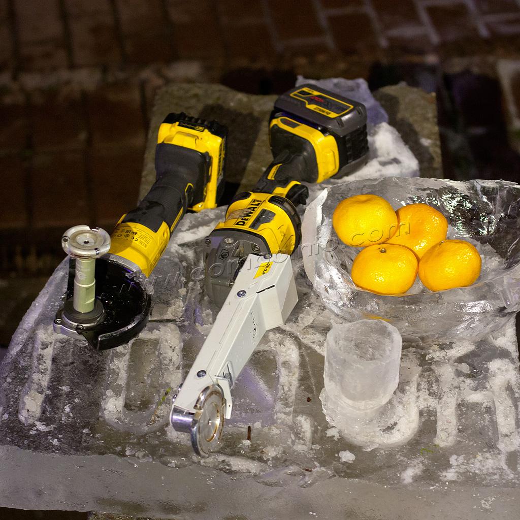 Посуда из льда выполнена КОМБО