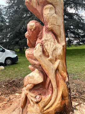 Totem sculpté à la tronçonneuse