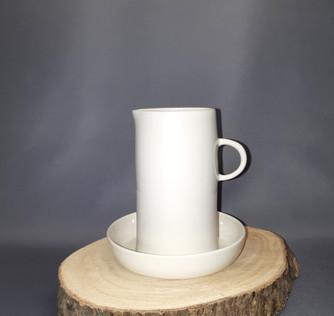 Ensemble pichet soucoupe porcelaine