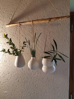Trio de vases suspendus
