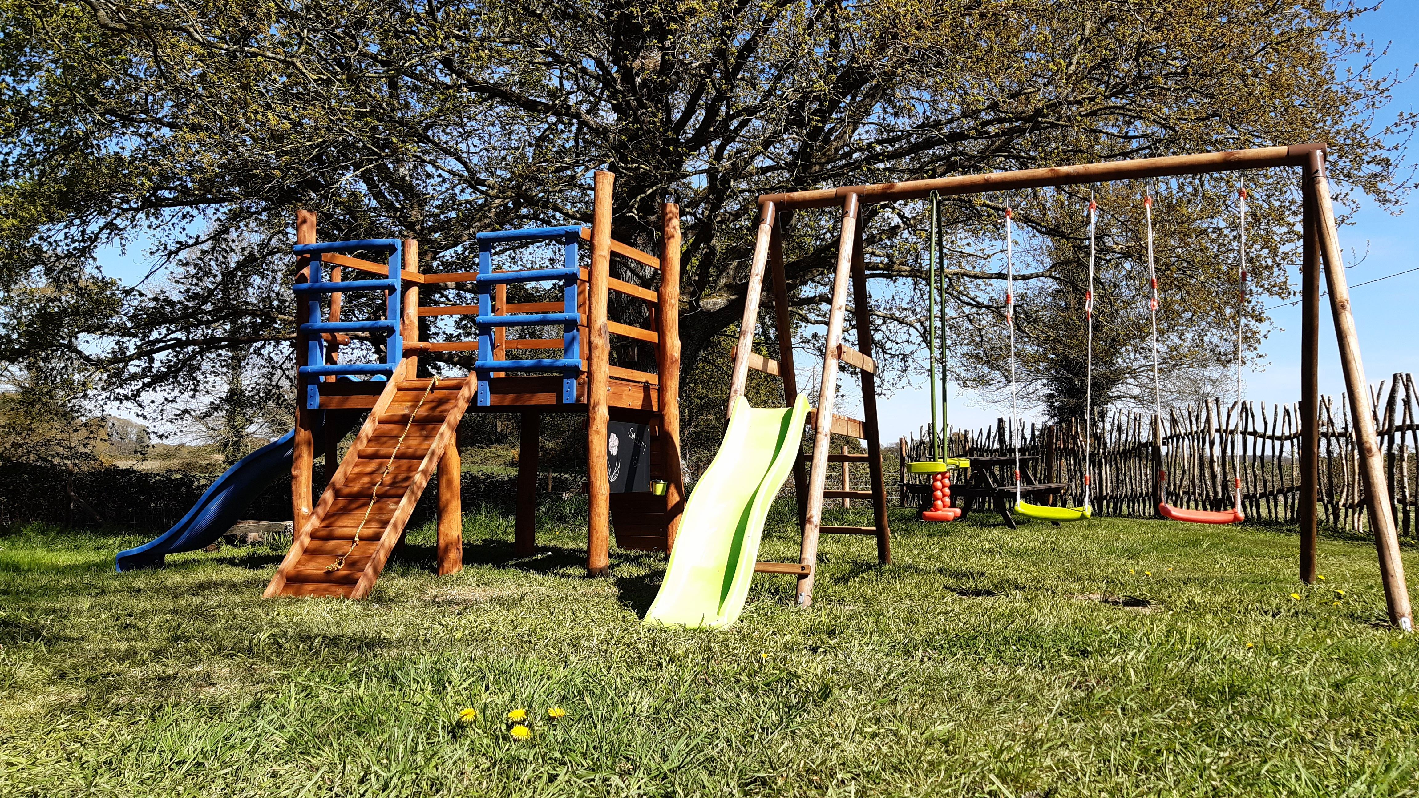 play area - aire de jeux