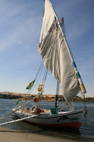 Saling on a traditional felucca  |  Zeilen op een traditionele felucca