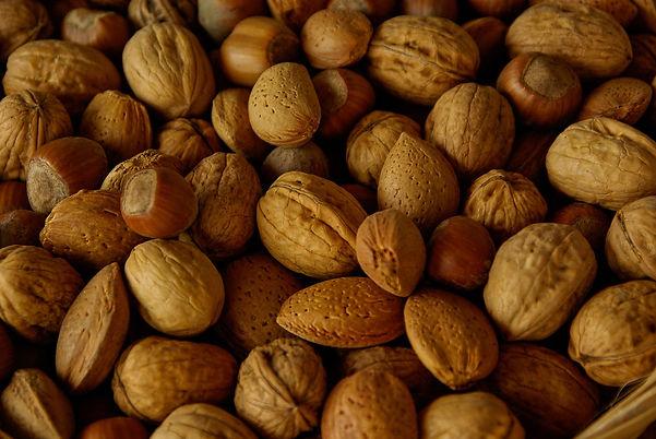 nuts-1118233_1920.jpg
