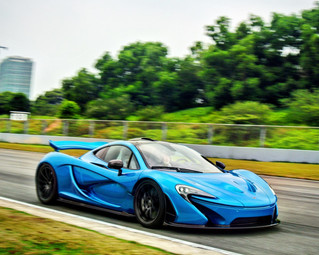Mclaren P1 lets loose in Zhuhai