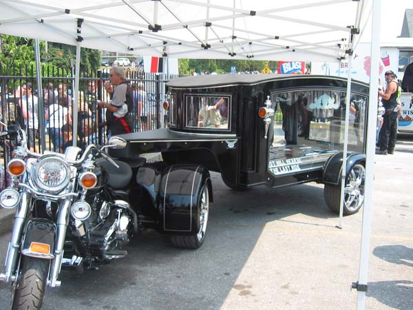 hearse-bike-trailer
