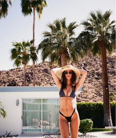 How To Sunbathe In Style Like Emily Ratajkowski