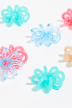 Your Favorite '90s-Early 2000s Hair Accessory Is Back In Style