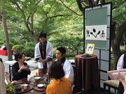 外人客から日本人客までこの軸の前でお点前されていく。