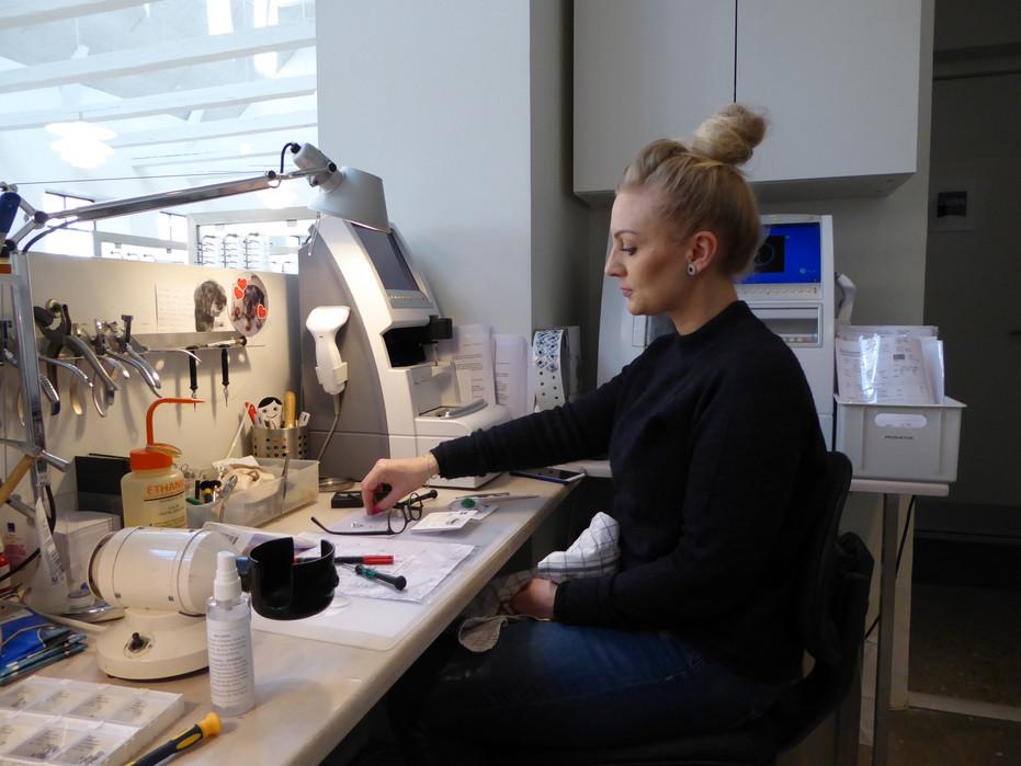 Maja i værkstedet
