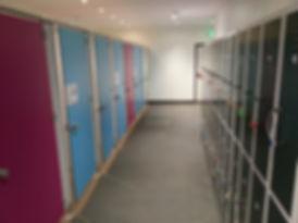 cabines sanitaire.com- cabines de douche en stratifié compactHPL - casiers vestiaires métalliques