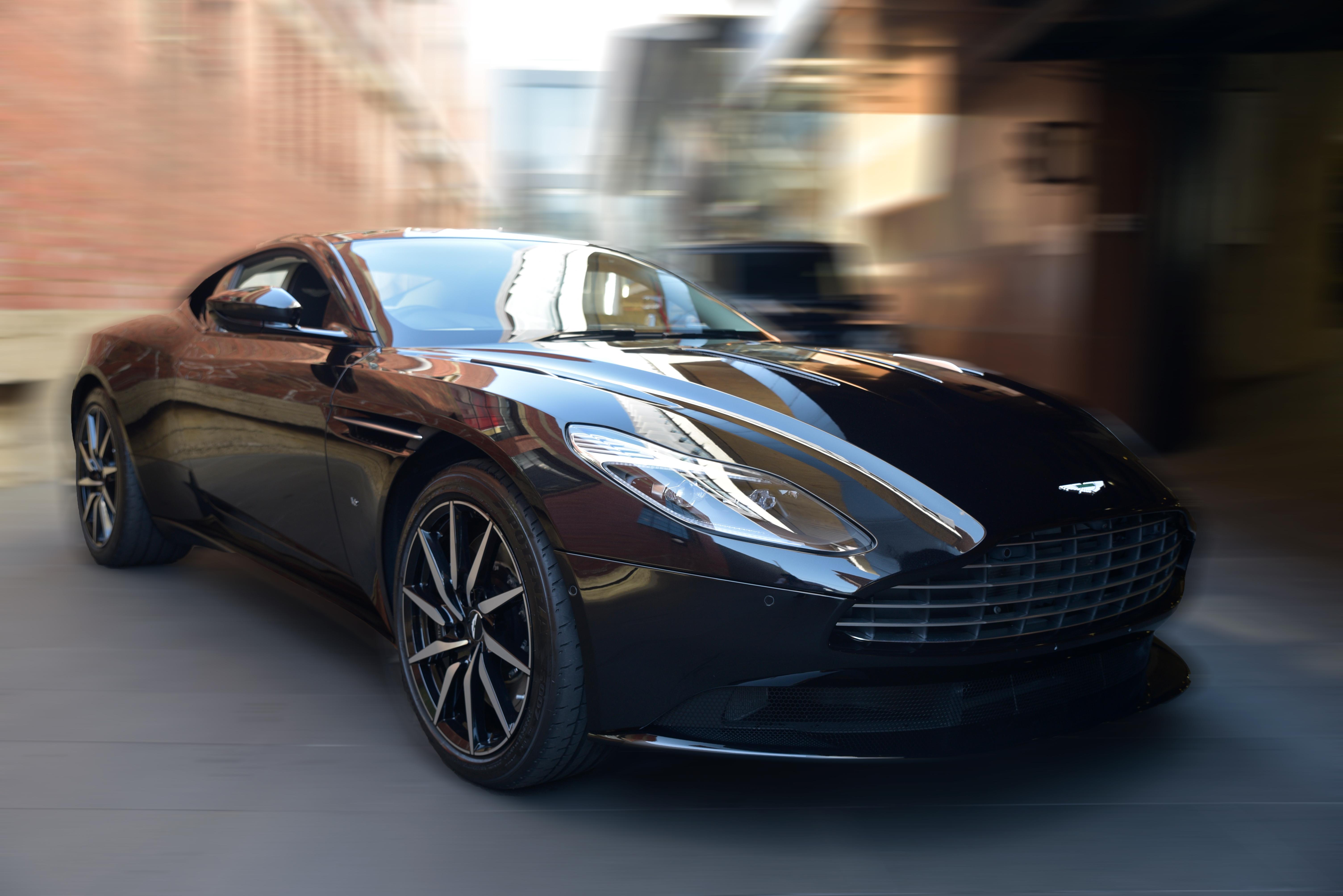 Detroit Luxury Car Rental