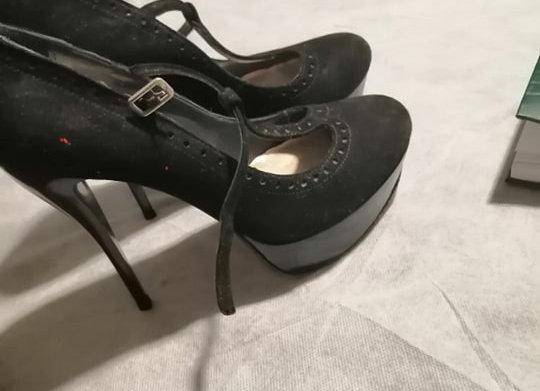 Scarpe indossate CHARLESTON
