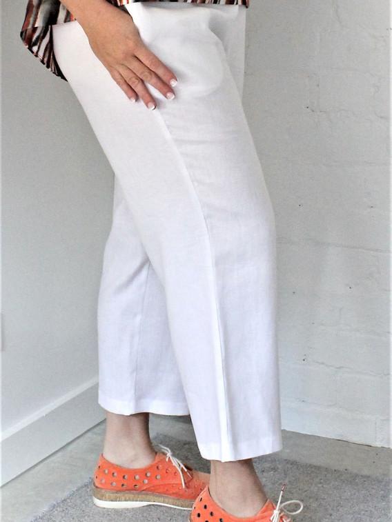 IMG_1801 WHITE PANTS.jpg