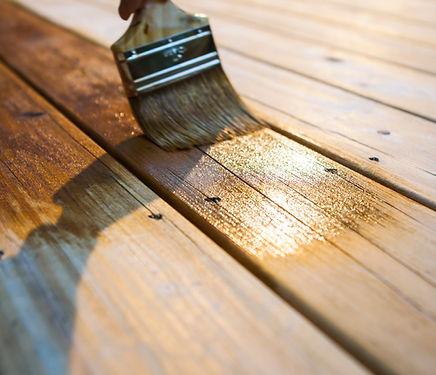 「液体ガラス」とは、木材保全の新技術塗料です。  直接木部やコンクリートなどに塗装することで、 防炎・防腐・シロアリ対策・変色防止、  トゲやささくれなどに効果があります。  弊社では埼玉県全域で対応可能です。  年間で数十件以上の施工実績有り。ホームリボーンでは法人様からのご依頼も受け付けています。